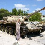 """De Russische T? tank met verbeterd """"Christie"""" loopwerk volgens onze les voertuigherkenning"""
